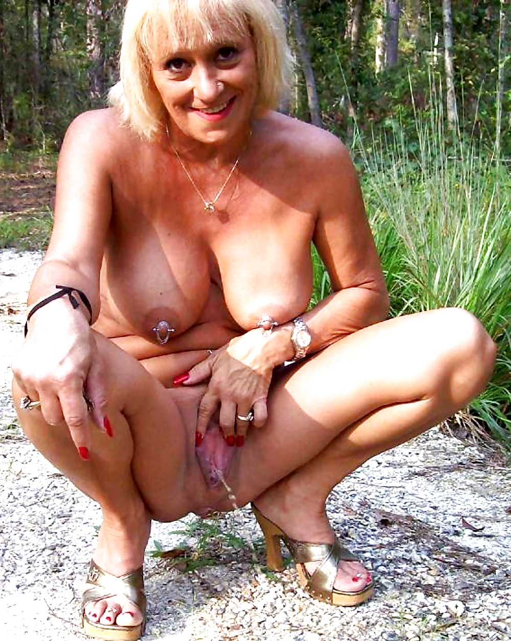 Mature Pissing Galleries 109