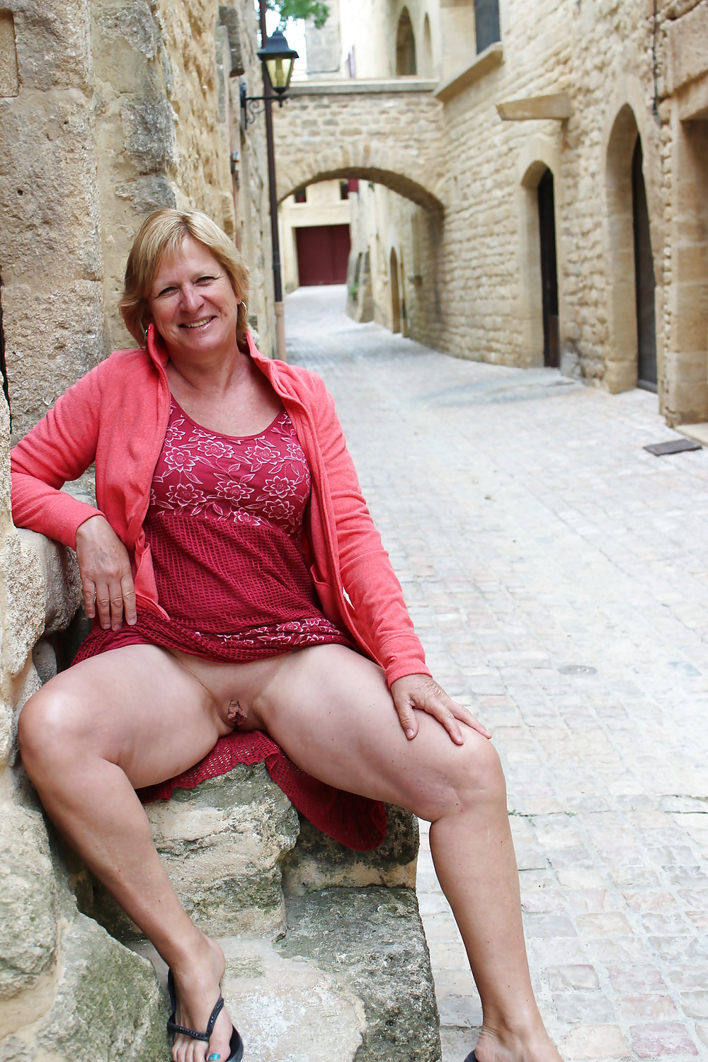 Mature Wives Gallery 24
